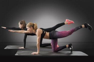 ピラティスがもたらす10の健康効果!体幹がついて姿勢も改善される!